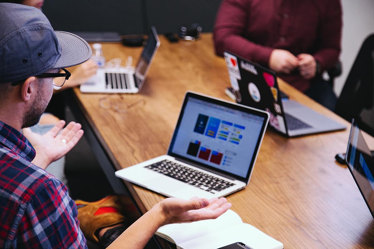 Für die saubere Implementierung der Software müssen alle wichtige Instanzen an einen Tisch geholt werden